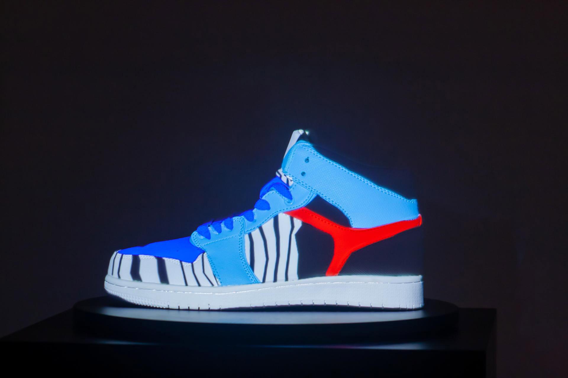 Sneaker_Vase_Projection_pong_li_5