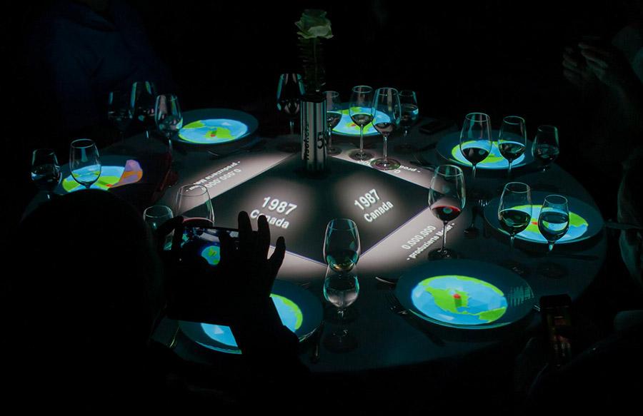 Tischprojektion_50_Jahre_Fischer_pong_li_s4